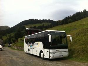 Bus de 45 pers. sur notre parking, été 2011